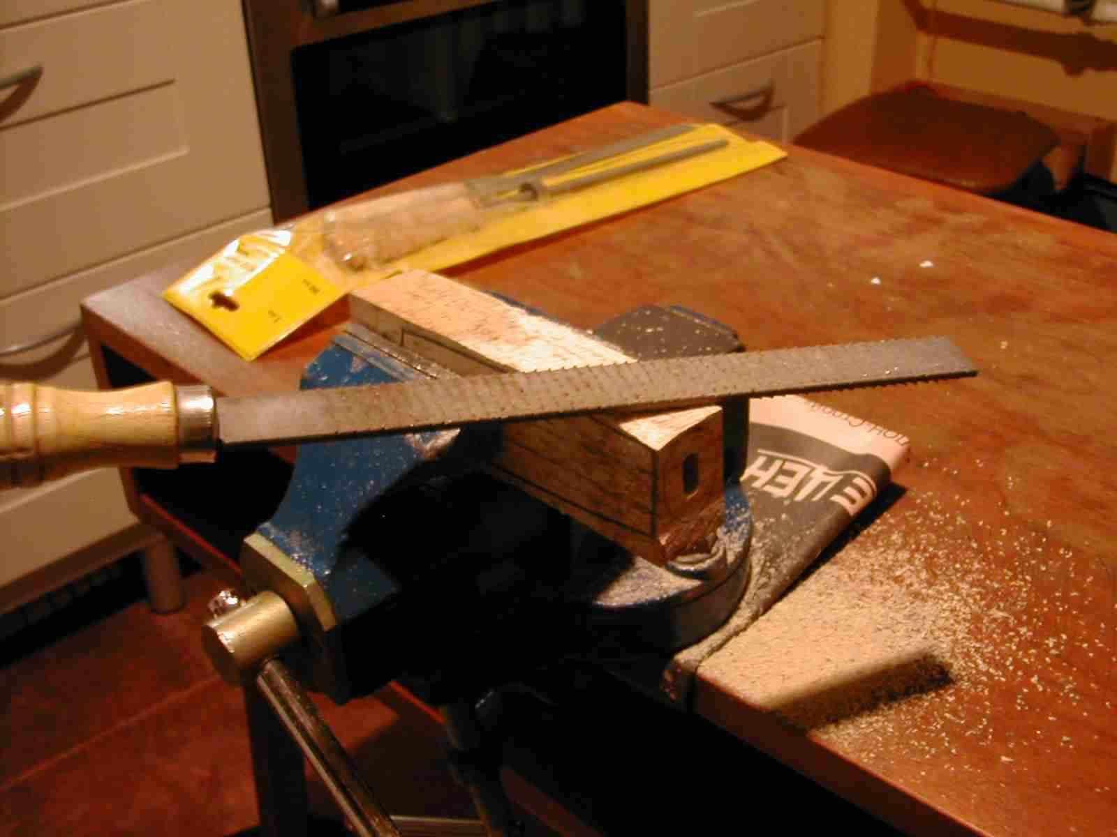 Как сделать ножик из дерева своими руками в домашних условиях